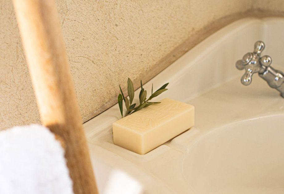 https://www.lolivierdeleos.com/wp-content/uploads/2021/05/savon-parfume-3.jpg